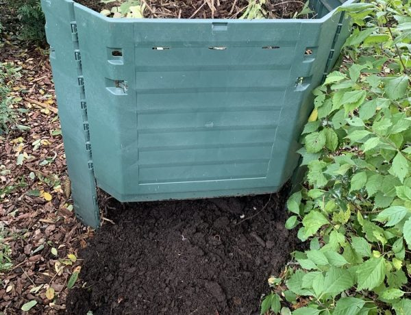 Thermokomposter mit Erde