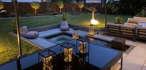 Stilvolle Außenbeleuchtung für den Garten, Tischleuchten und Leuchtkugeln