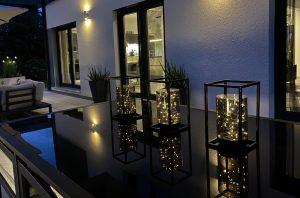 Stilvolle Außenbeleuchtung für den Garten, Tischleuchten und Wandleuchten