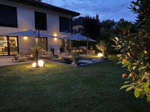 Stilvolle Außenbeleuchtung für den Garten, Tischleuchten, Wandleuchten und Leuchtkugeln